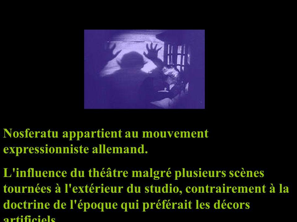 Nosferatu appartient au mouvement expressionniste allemand. L'influence du théâtre malgré plusieurs scènes tournées à l'extérieur du studio, contraire