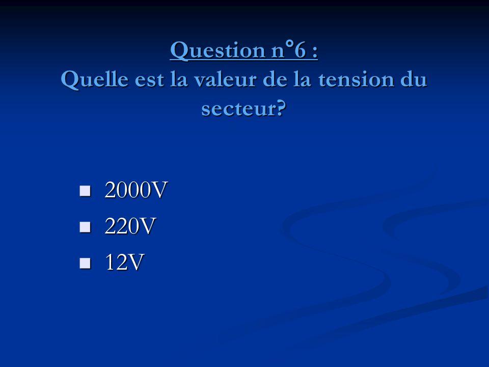 Question n°7: Quelle est l'intensité qui traverse un appareil de 2200W branché sur la tension du secteur.