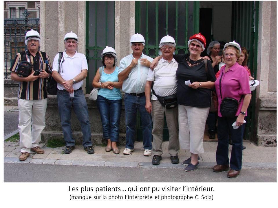 Les plus patients… qui ont pu visiter l'intérieur. (manque sur la photo l'interprète et photographe C. Sola)