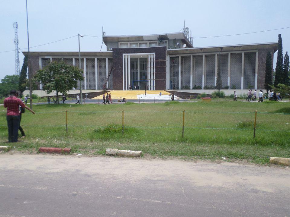 Les effets des activités physiques sur la qualité de vie des employés des entreprises de Kinshasa Les effets des activités physiques sur la qualité de vie des employés des entreprises de Kinshasa PAR Prof.