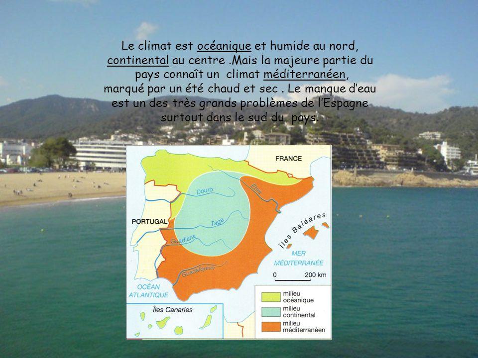 Le climat est océanique et humide au nord, continental au centre.Mais la majeure partie du pays connaît un climat méditerranéen, marqué par un été chaud et sec.