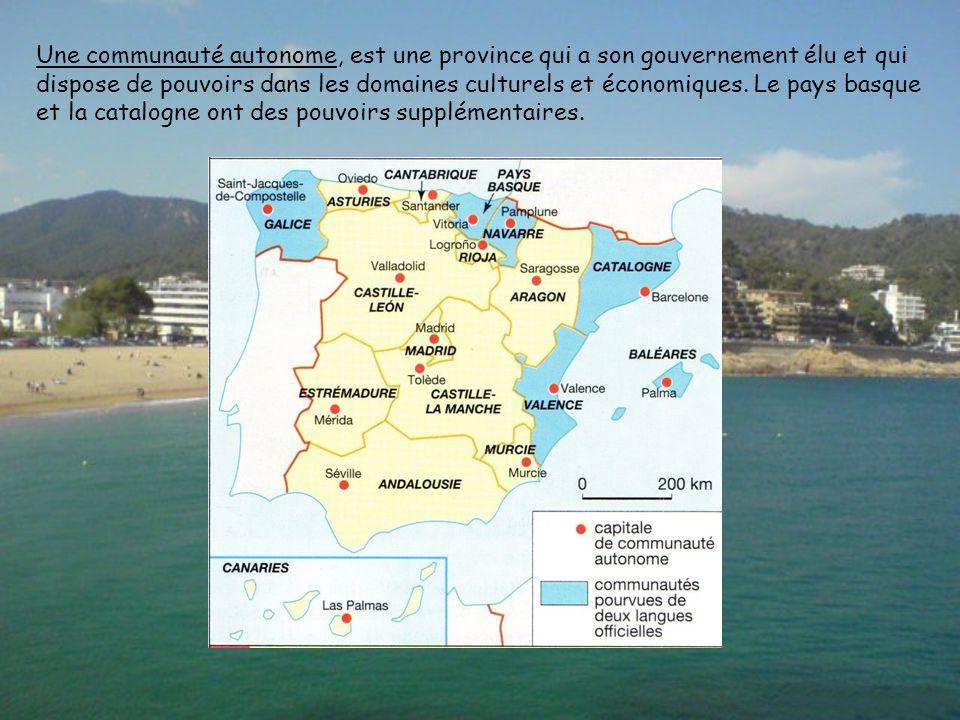 Une communauté autonome, est une province qui a son gouvernement élu et qui dispose de pouvoirs dans les domaines culturels et économiques.