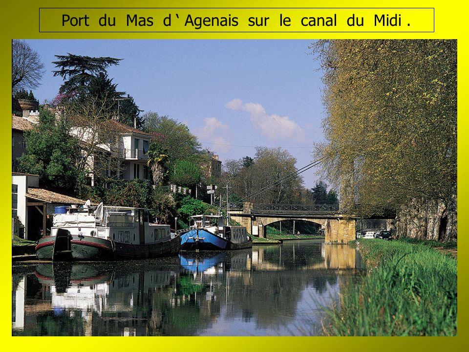 Port du Mas d ' Agenais sur le canal du Midi.