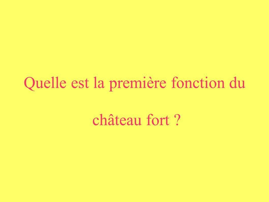 Quelle est la première fonction du château fort ?