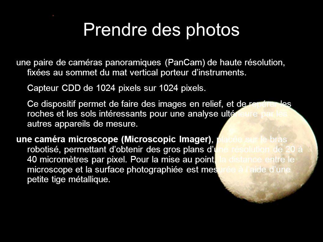 Prendre des photos une paire de caméras panoramiques (PanCam) de haute résolution, fixées au sommet du mat vertical porteur d'instruments.