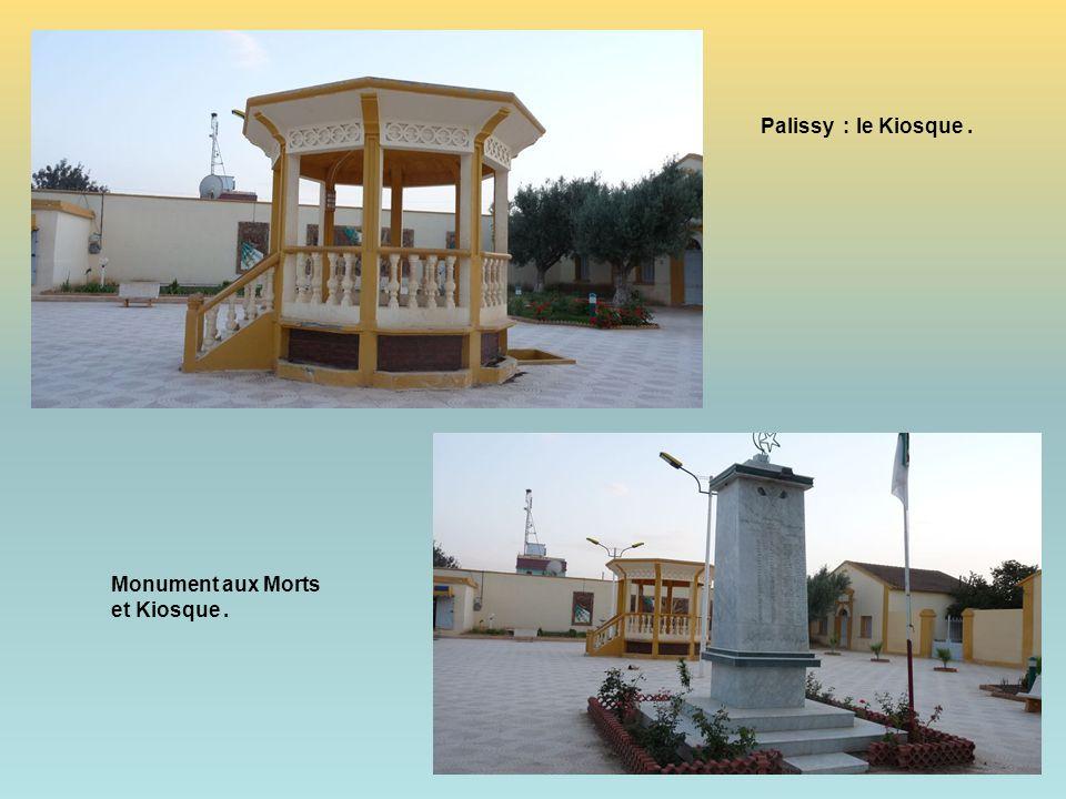 Palissy : La Place et son kiosque.