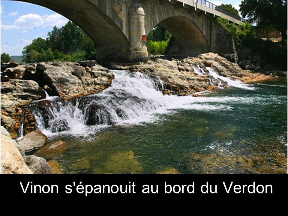 un pont relie le village, et le hameau.