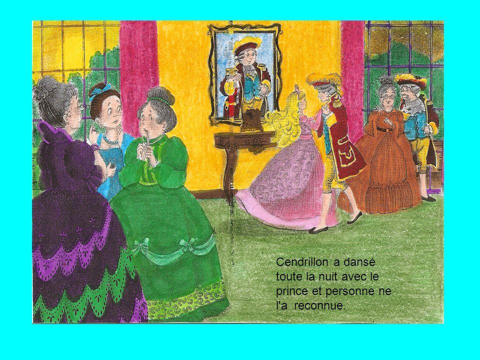 La fée marraine l'a habillée et Cendrillon a pu aller au bal, mais elle devait arriver à minuit chez elle.