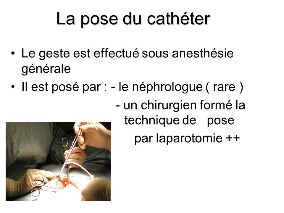•Le geste est effectué sous anesthésie générale •Il est posé par : - le néphrologue ( rare ) - un chirurgien formé la technique de pose par laparotomi