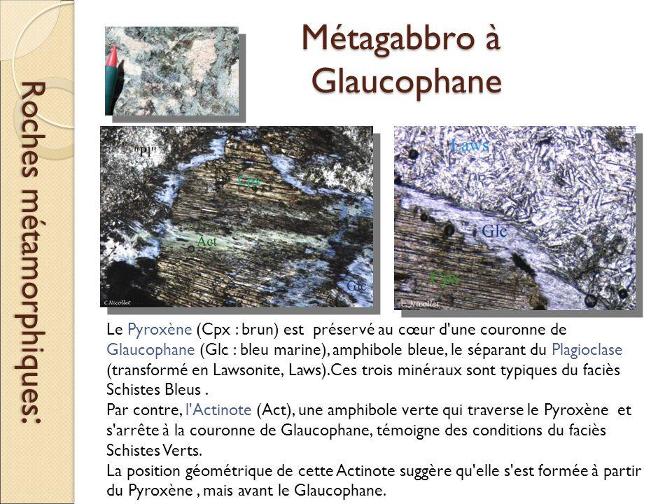 Métagabbro à Glaucophane Roches métamorphiques : Le Pyroxène (Cpx : brun) est préservé au cœur d une couronne de Glaucophane (Glc : bleu marine), amphibole bleue, le séparant du Plagioclase (transformé en Lawsonite, Laws).Ces trois minéraux sont typiques du faciès Schistes Bleus.