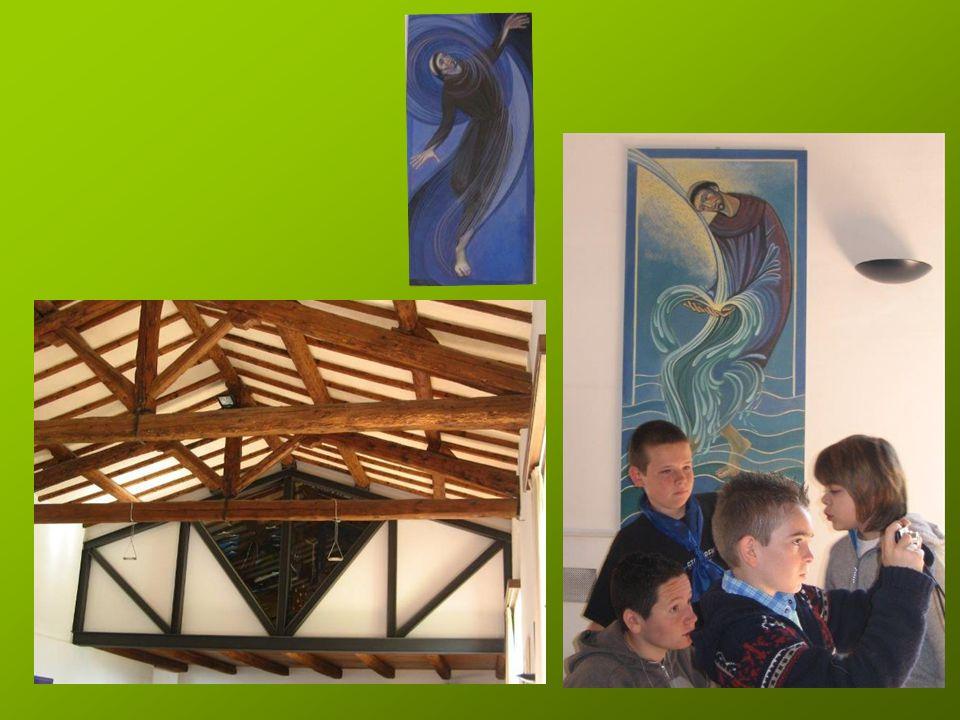 Le Frère Lucio nous accueille d'abord dans la nouvelle église, il nous parle de Saint François et des lieux.