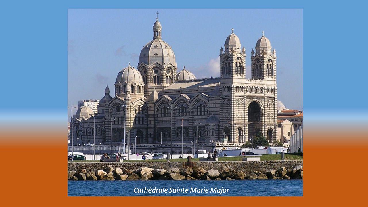 MUCEM Musée des Civilisations Europe Méditerranée coté bord de mer