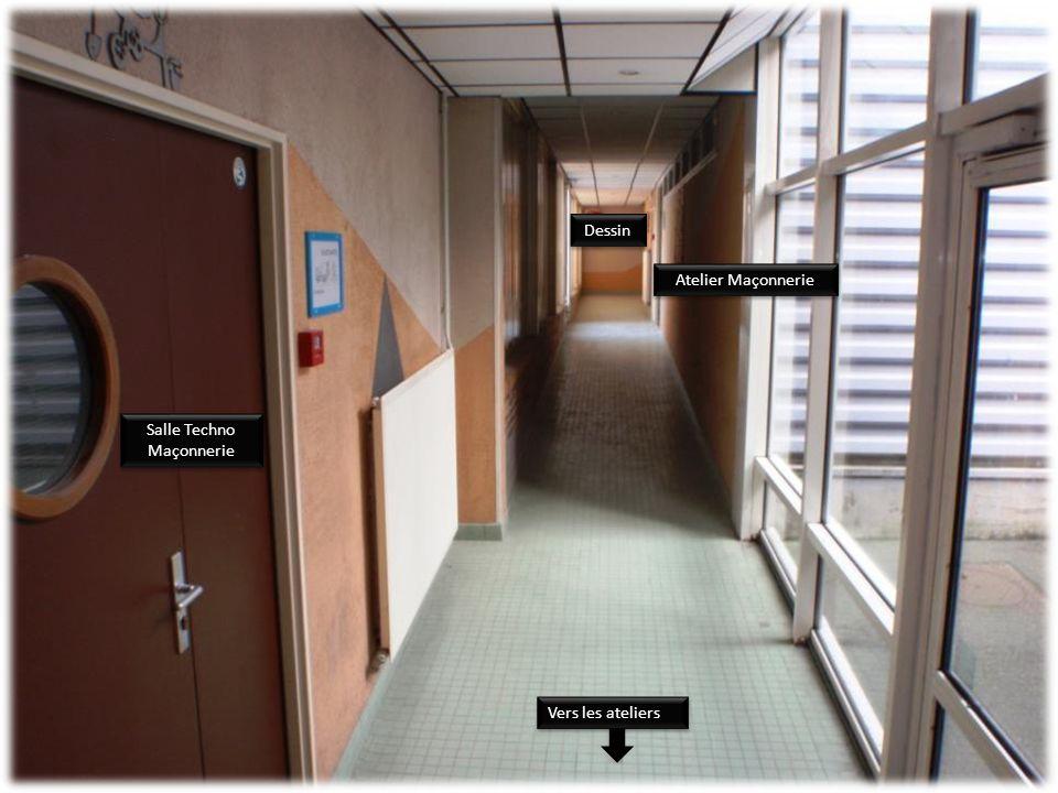 Vestiaire de sport Salle de musculation Atelier Menuiserie Accès à l'étage Vers la Maçonnerie