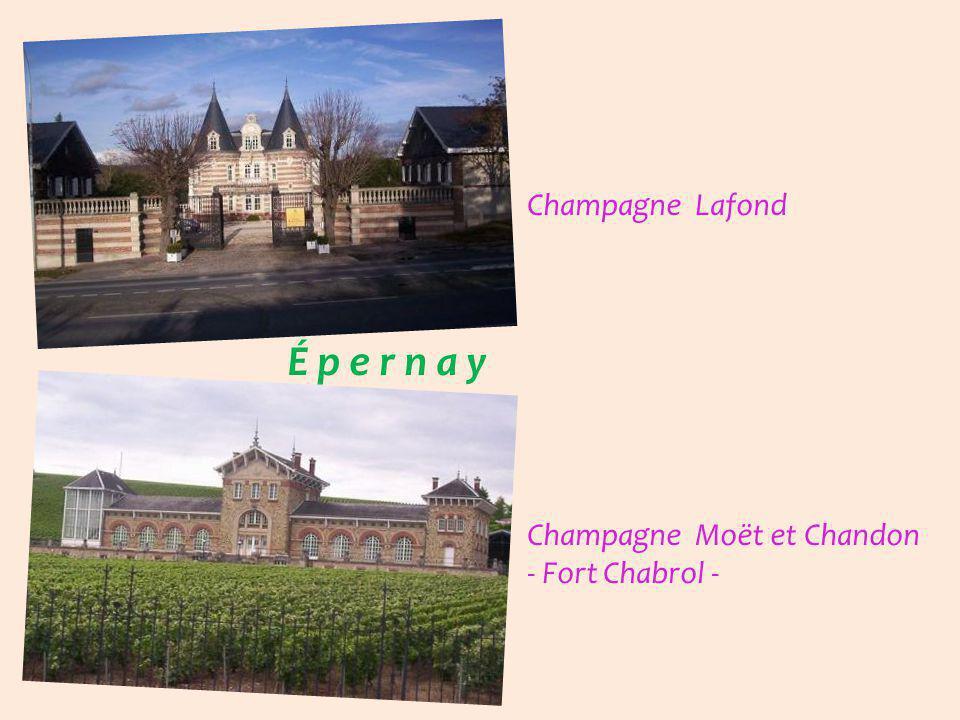É p e r n a y en habits de lumière Champagne de Venoge Champagne Perrier-Jouët