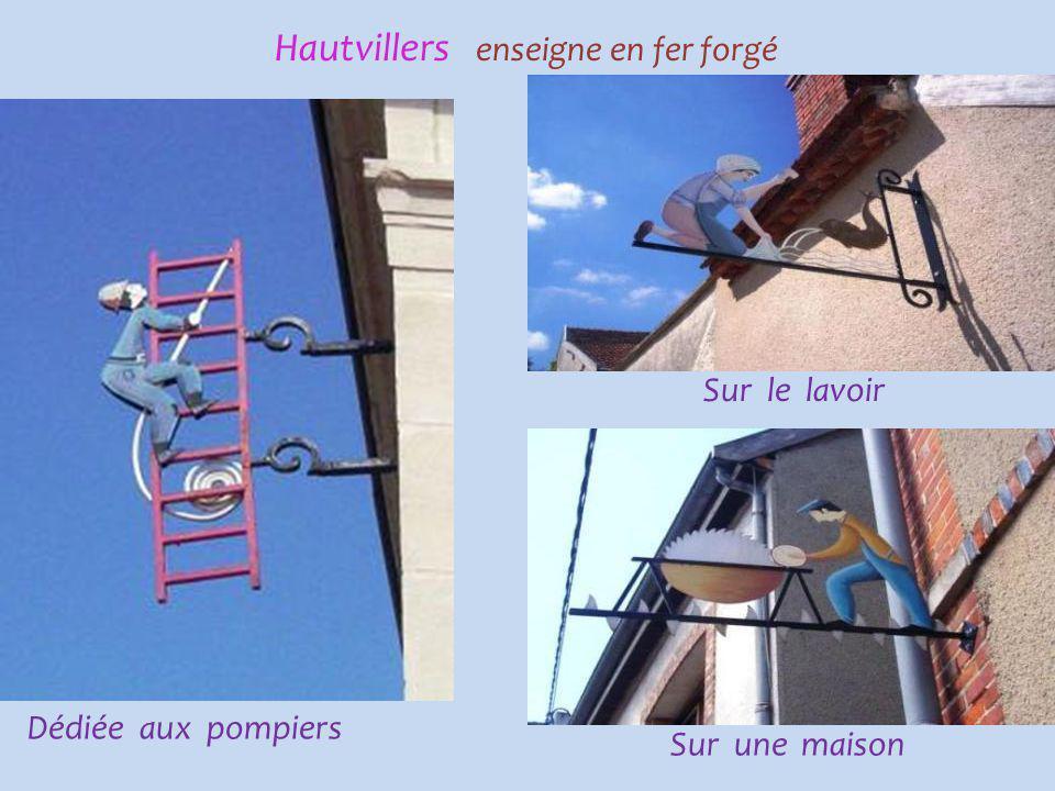 Hautvillers enseigne en fer forgé Dédiée à l'école Sur une maison Dédiée au restaurant scolaire
