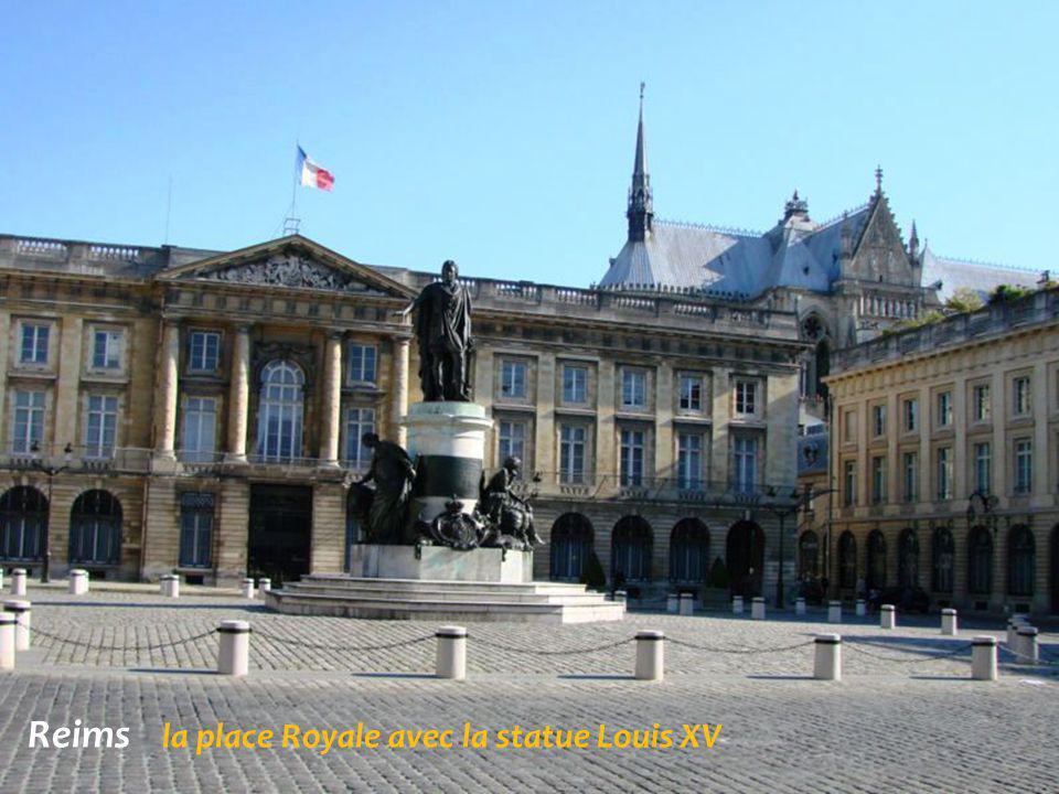 Reims la cathédrale et le palais du Tau
