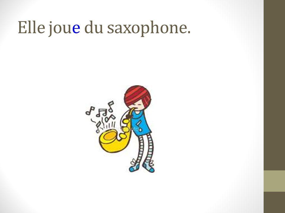 Elle joue du saxophone.