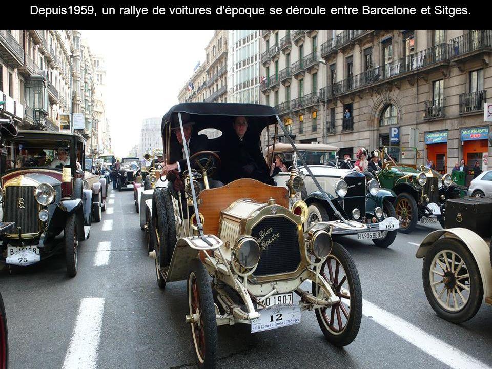 Depuis1959, un rallye de voitures d'époque se déroule entre Barcelone et Sitges.