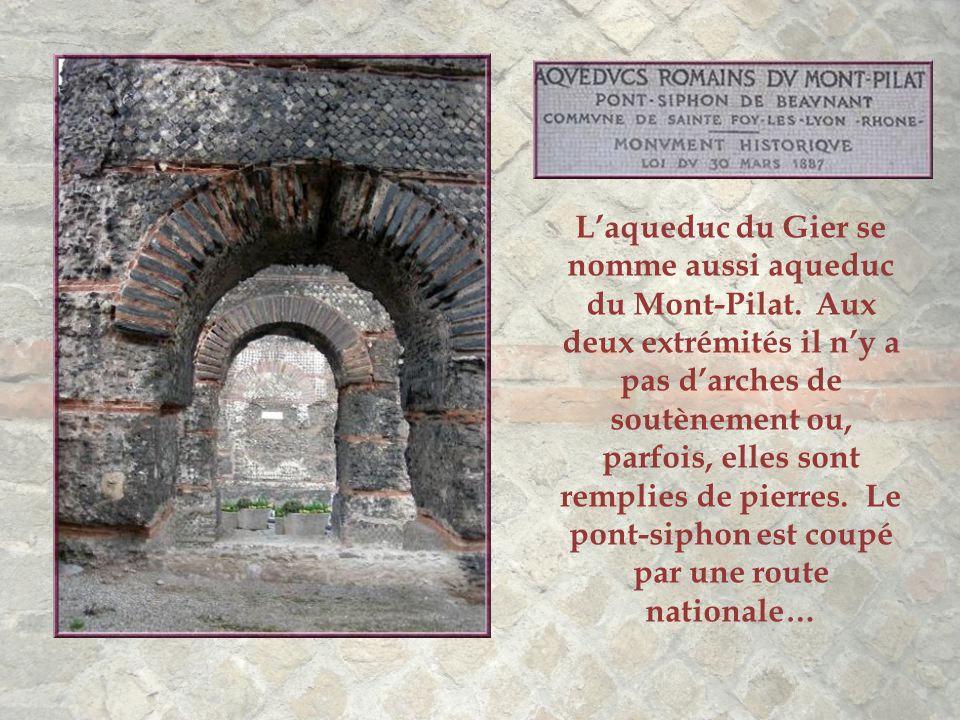 En zoomant, on découvre la basilique de Fourvière, auprès de laquelle se trouvent les vestiges de l'arrivée dans les citernes.
