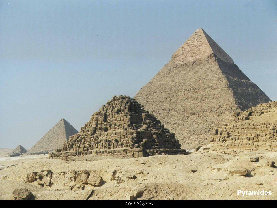 Le Caire Cette cité mythique est la plus grande métropole du monde arabe et du continent africain. Pliant sous le poids de ses 16 millions d'habitants