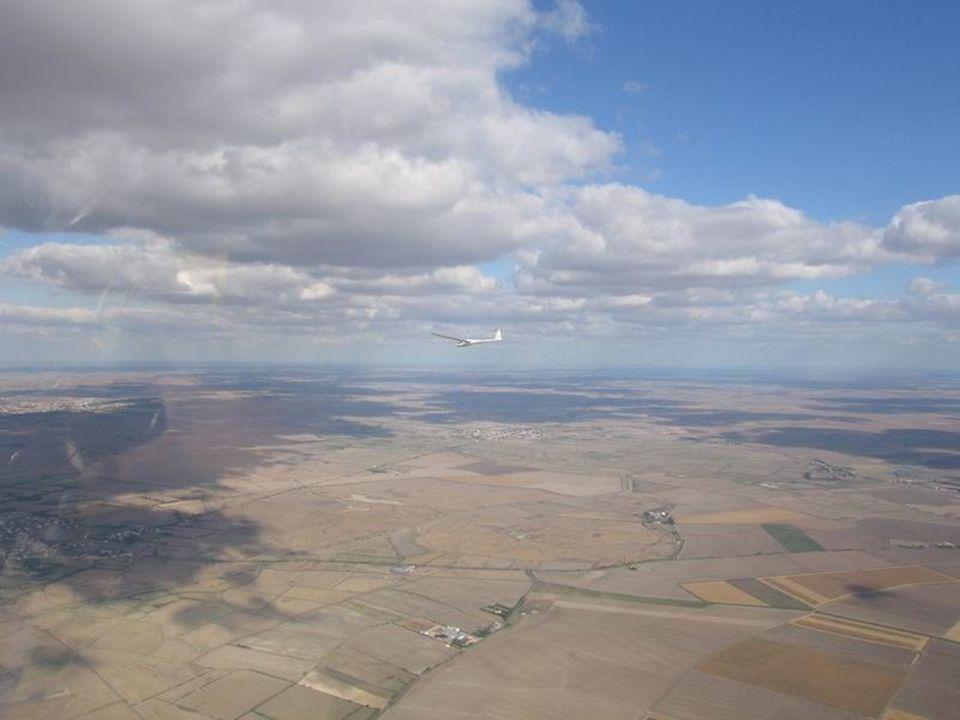 Cas des trous de ciel bleu dans un ciel couvert par st-cumulus Des « trous » de soleil, au sol vont permettre le déclanchement d'ascendance