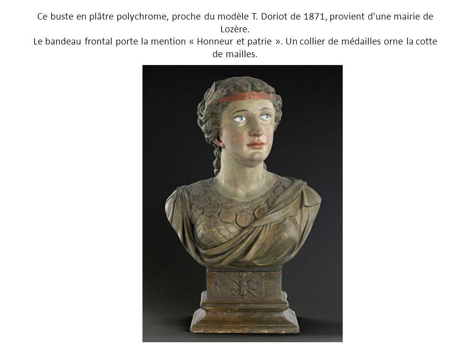 Ce buste en plâtre polychrome, proche du modèle T. Doriot de 1871, provient d'une mairie de Lozère. Le bandeau frontal porte la mention « Honneur et p