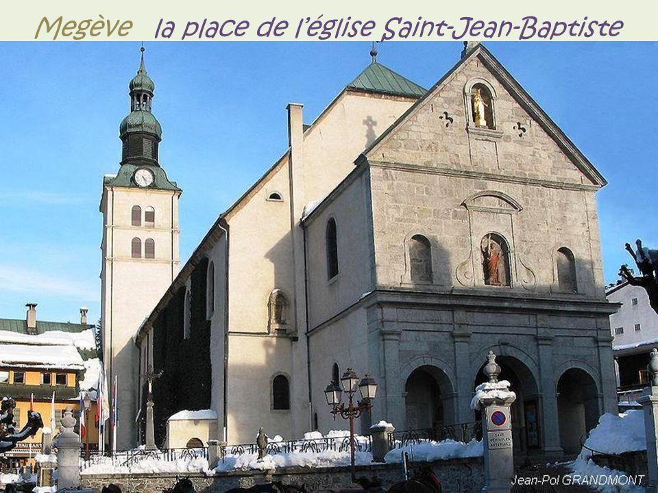 Cordon le village avec la chaine du Mont-Blanc