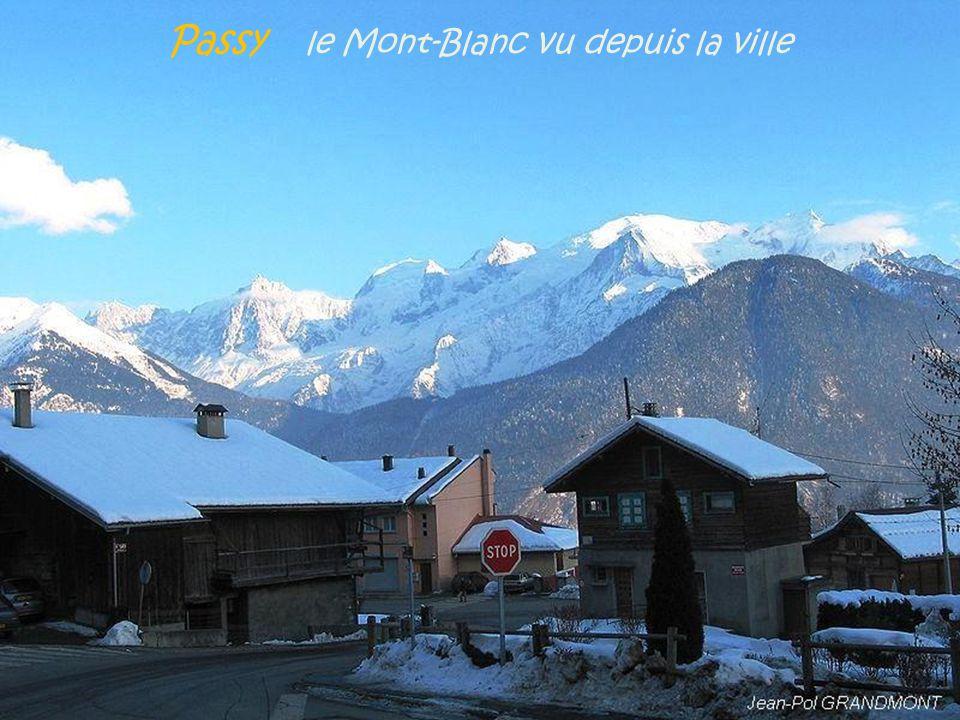 Les Contamines-Montjoie aiguille de Bionnassay. et son glacier