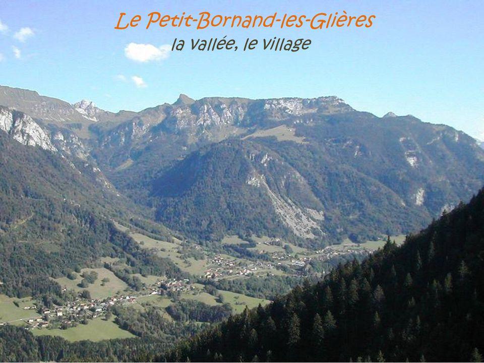 Chamonix-Mont-Blanc l'Aiguille du Midi, 3842 mètres, sur le sommet principal s'élève une tour de télécommunication