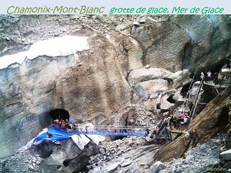 Chamonix-Mont-Blanc la Mer de Glace, d'une longueur. de 7 kilomètres environ