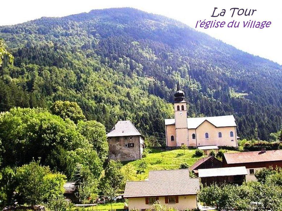 La Tour l'église du village