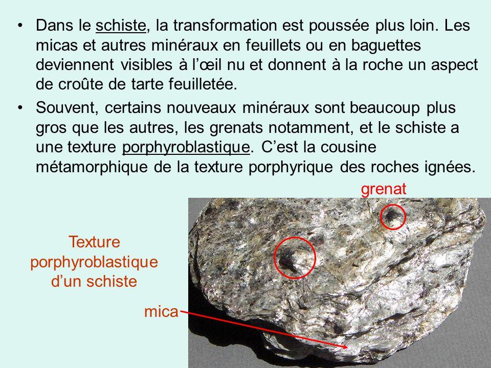 •Dans le schiste, la transformation est poussée plus loin. Les micas et autres minéraux en feuillets ou en baguettes deviennent visibles à l'œil nu et