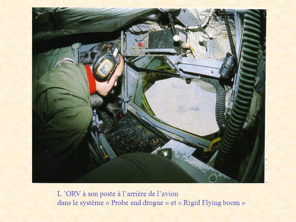 L 'ORV à son poste à l'arrière de l'avion dans le système « Probe and drogue » et « Rigid Flying boom »