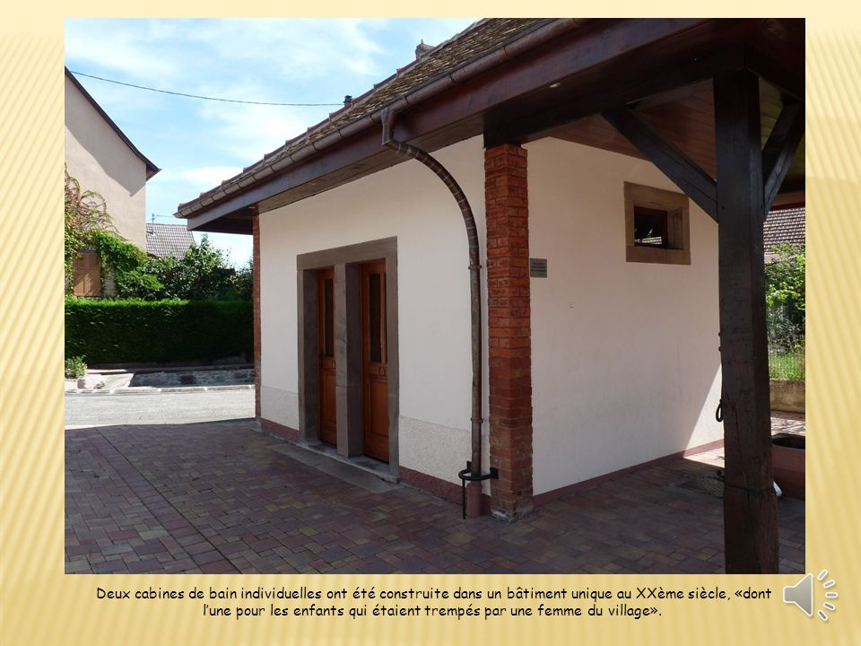Deux cabines de bain individuelles ont été construite dans un bâtiment unique au XXème siècle, «dont l'une pour les enfants qui étaient trempés par une femme du village».