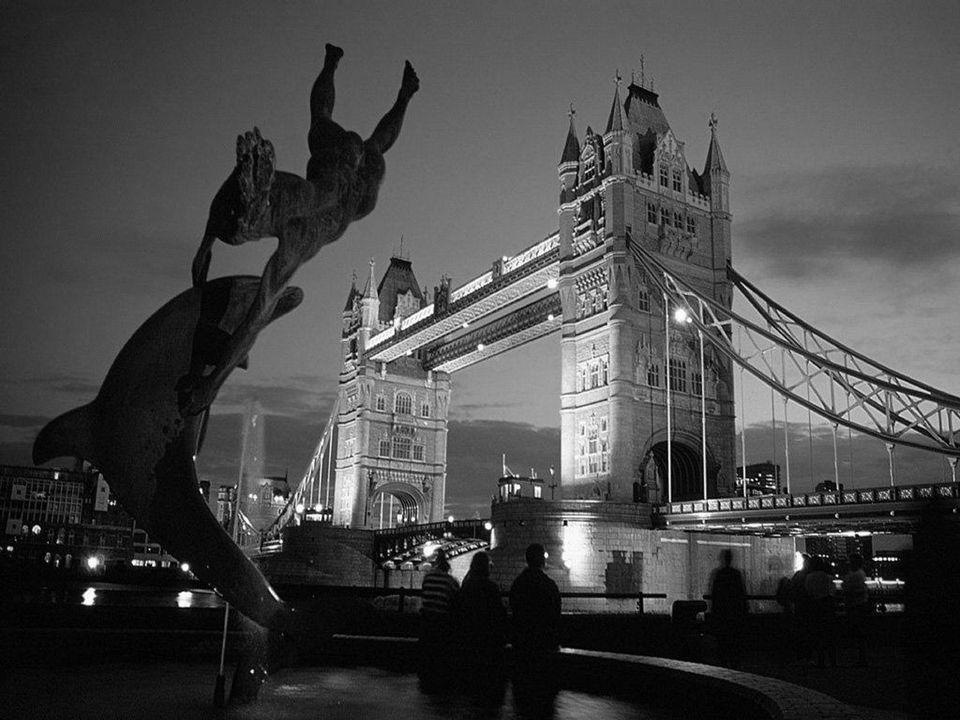 Promenade nocturne… 20 sites à visionner. Identifiez le monument, la ville et le pays, avant que ces informations n'apparaissent automatiquement.
