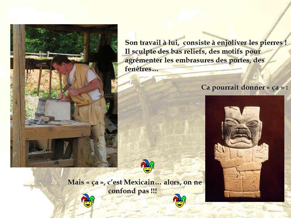 Son travail à lui, consiste à enjoliver les pierres ! Il sculpte des bas reliefs, des motifs pour agrémenter les embrasures des portes, des fenêtres…