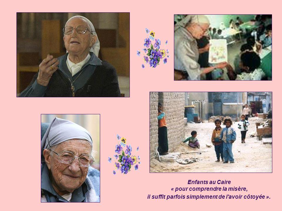 Engagement au Caire En 1971, à l'âge de la retraite, elle décide de partager la vie des plus pauvres, les chiffonniers du Caire, en Égypte. Guidée par