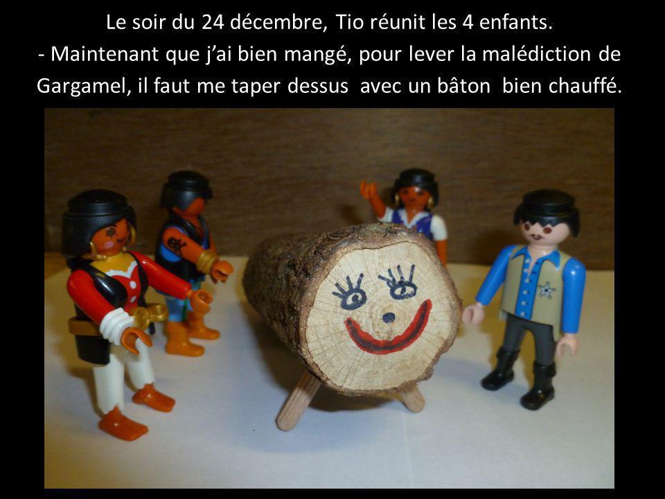 Le soir du 24 décembre, Tio réunit les 4 enfants. - Maintenant que j'ai bien mangé, pour lever la malédiction de Gargamel, il faut me taper dessus ave