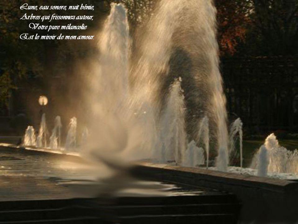 Ô toi, que la nuit rend si belle, Qu'il m'est doux, penché vers tes seins, D'écouter la plainte éternelle Qui sanglote dans les bassins !