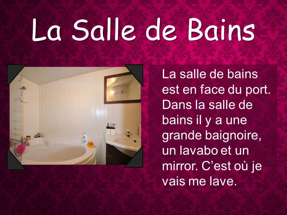 La Salle de Bains La salle de bains est en face du port.