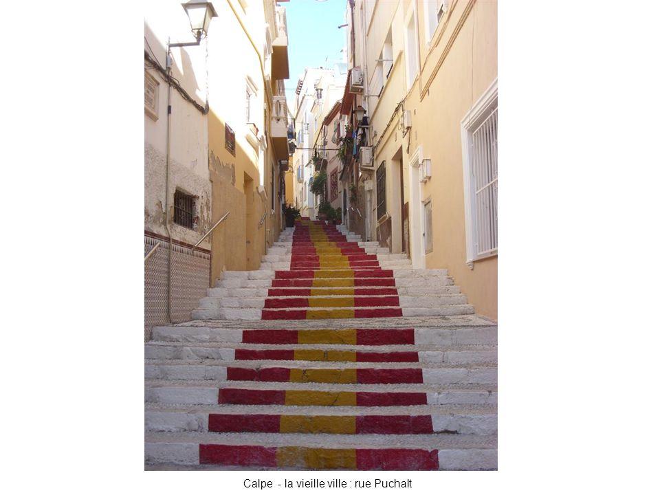 Calpe - la vieille ville : rue Puchalt