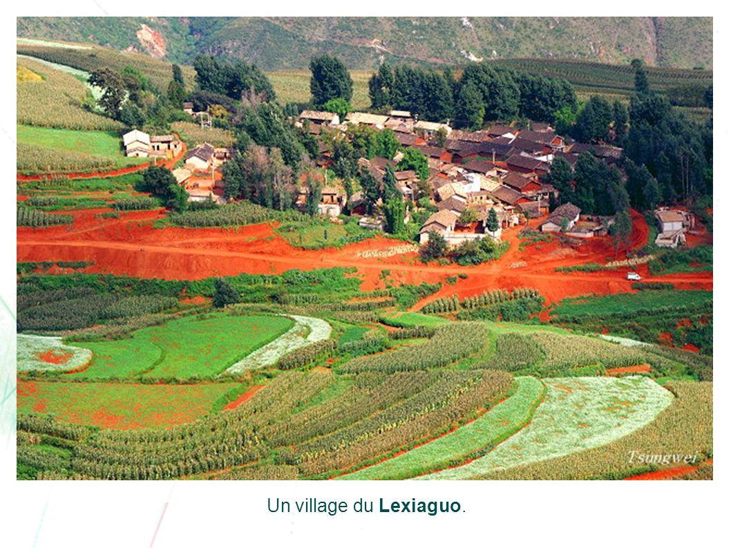 Cet endroit vénéré est le plus remarquable de la région. Afin de promouvoir le tourisme, l'endroit a été nommé 'Lexiaguo', c'est-à-dire le lieu d'ench