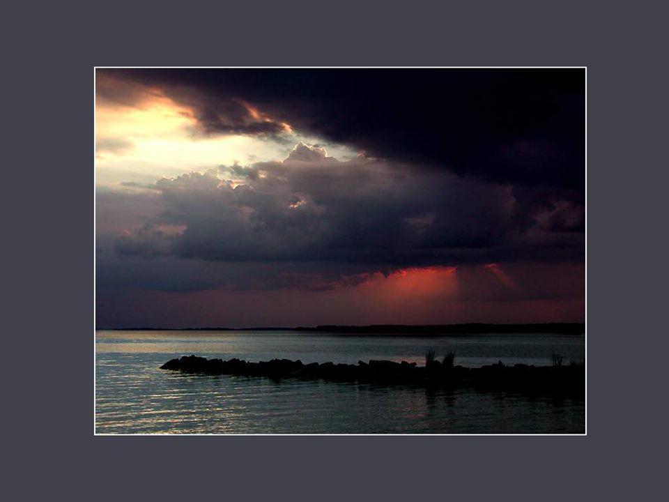 Le silence est une des formes les plus perfectionnées de l'art de la conversation. William Hazlitt