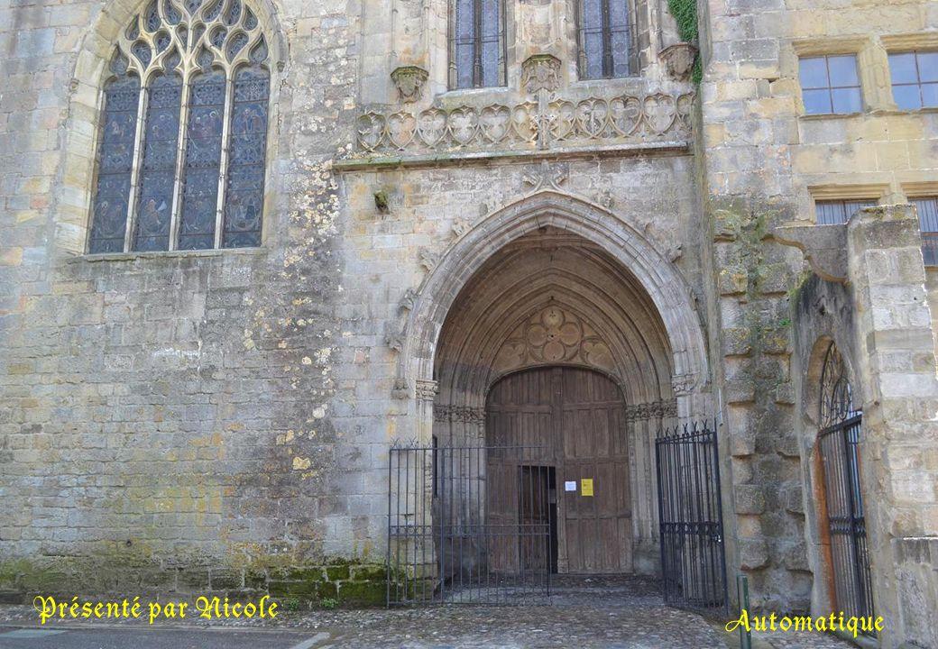 La cathédrale Saint Maurice de Mirepoix. Les travaux commencèrent en 1343. Ils se poursuivront si longtemps que la cathédrale ne fut terminée qu'en 18