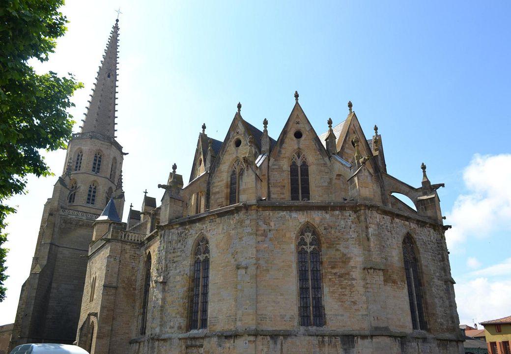 • La cathédrale Saint Maurice, possède une nef unique, la plus large des églises méridionales : La nef de 48m de long, 24m de hauteur, 22m de largeur,