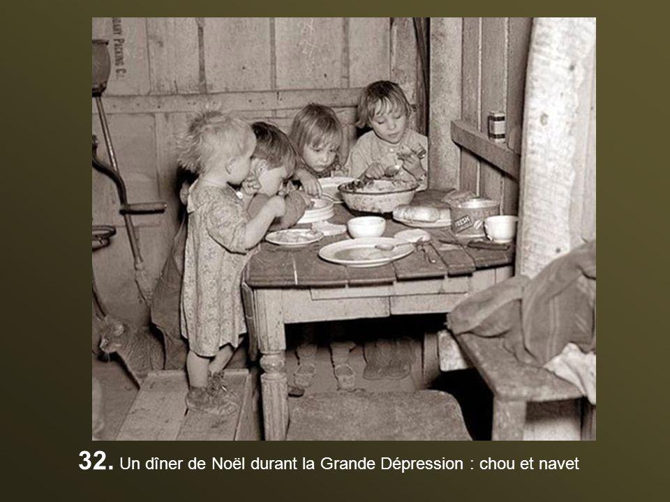 31. Les officiers et élèves officiers nazis célèbrent Noël en 1941