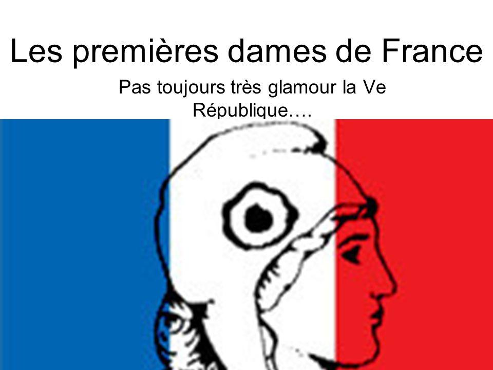 C'est parti très fort : D'abord, il y eut Yvonne De Gaulle…. Surnommée : Tante Yvonne !!!!