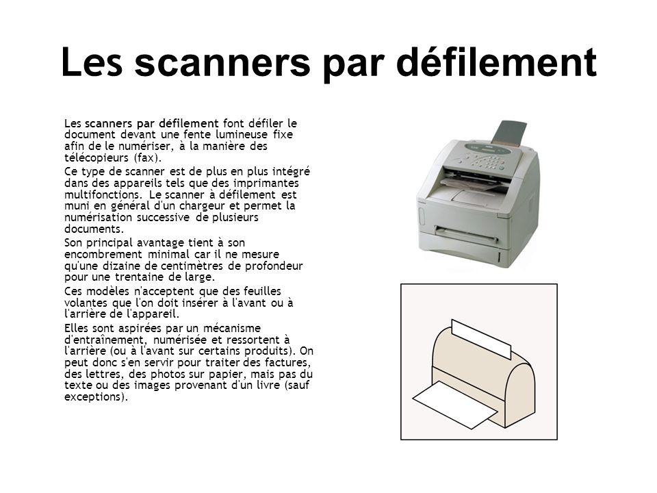 Les scanners par défilement Les scanners par défilement font défiler le document devant une fente lumineuse fixe afin de le numériser, à la manière des télécopieurs (fax).