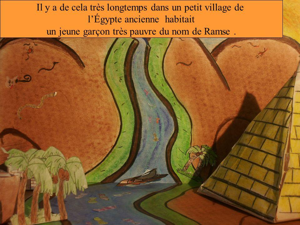 Il y a de cela très longtemps dans un petit village de l'Égypte ancienne habitait un jeune garçon très pauvre du nom de Ramse.