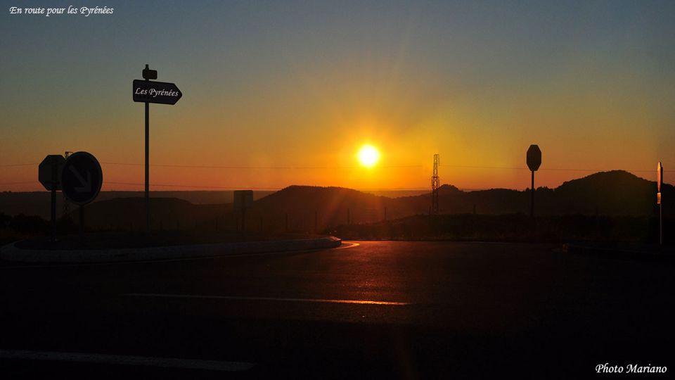 ....... Pic du midi de Bigorre 2872m Lever de soleil depuis la ville de Pau